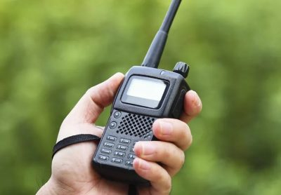 Радиостанция или телефон